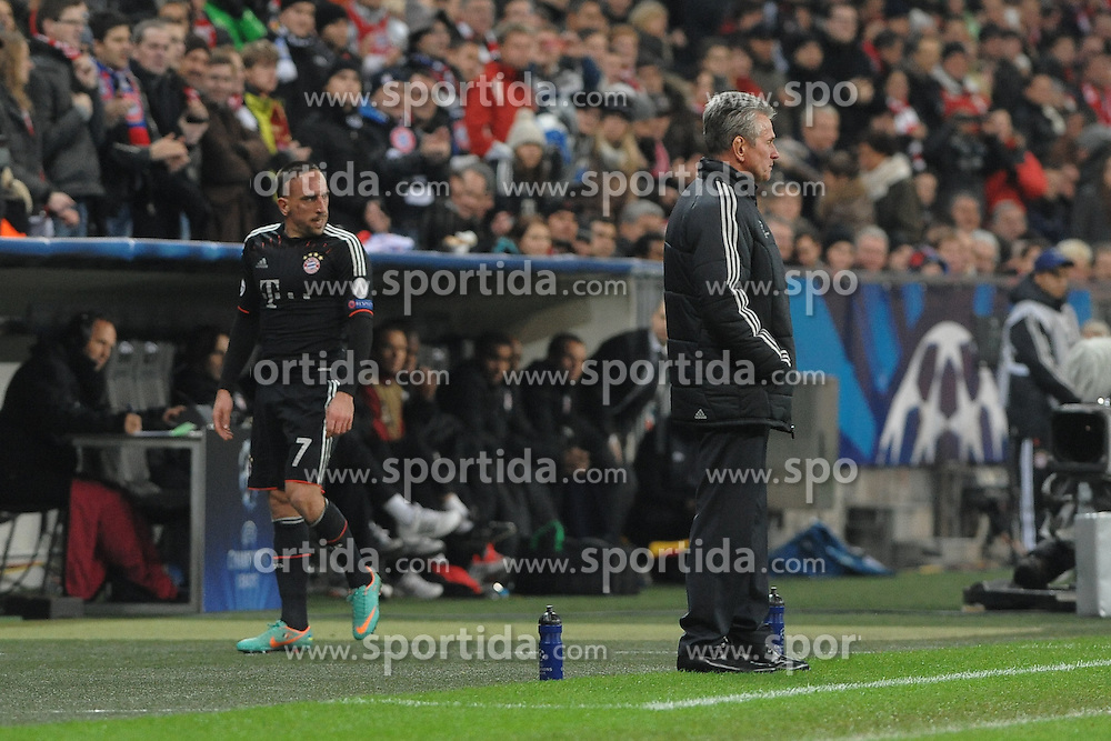 07.11.2012, Alianz Arena, Muenchen, GER, UEFA CL, GER, UEFA CL, FC Bayern Muenchen vs OSC Lille, Gruppe F, im Bild Trainer Jupp HEYNCKES (FC Bayern Muenchen) wuerdigt Franck RIBERY (FC Bayern Muenchen) bei der Auswechslung keines Blickes. // during UEFA Championsleague group F Match between GER, UEFA CL, FC Bayern Muenchen vs OSC Lille at the Alianz Arena, Munich, Germany on 2012/11/07. EXPA Pictures © 2012, PhotoCredit: EXPA/ Eibner/ Wolfgang Stuetzle..***** ATTENTION - OUT OF GER *****