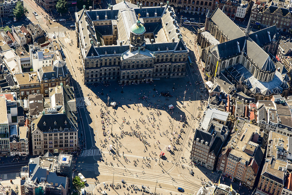 Nederland, Noord-Holland, Amsterdam, 01-08-2016; centrum Amsterdam met Dam. Nationaal Monument,  Koninklijk Paleis en Nieuwe Kerk. Rokin, Damrak, Paleisstraat.<br /> Dam Square and Royal Palace<br /> luchtfoto (toeslag op standard tarieven);<br /> aerial photo (additional fee required);<br /> copyright foto/photo Siebe Swart