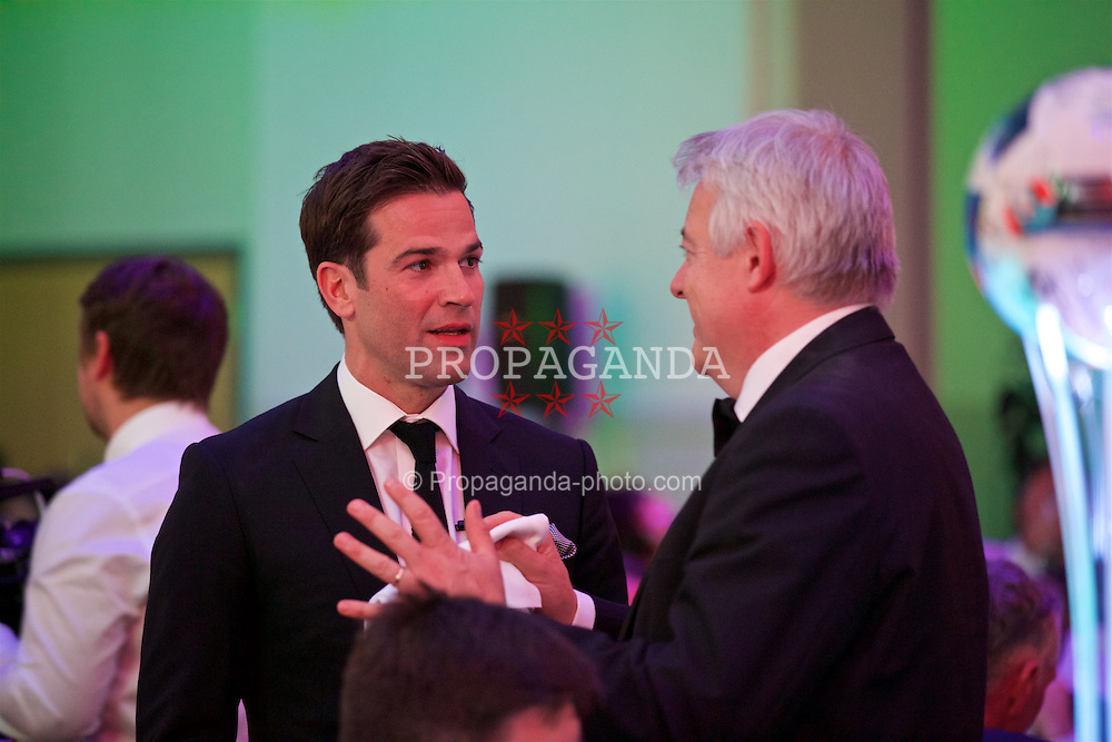 CARDIFF, WALES - Wednesday, June 1, 2016: Gethin Jones and First Minister of the Wales Rt. Hon. Carwyn Jones during a charity send-off gala dinner at the Vale Resort Hotel ahead of the UEFA Euro 2016. (Pic by David Rawcliffe/Propaganda)