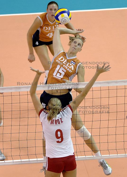 26-09-2006 volleybal kwalificatie grand prix 2007 varna bulgarije, nederland - polen / De Nederlandse volleybalsters hebben hun eerste wedstrijd van het kwalificatietoernooi voor de Grand Prix gewonnen. Nederland vocht zich tegen Polen knap terug van een 2-0-achterstand in sets en versloegen de Poolse vrouwen met 3-2 (28-30 22-25 25-22 28-26 15-10) / Ingrid Visser