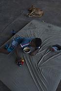 SÃO PAULO - BRASIL, 29/11/2017. Braian Gomes da Silva, 8 anos, mora com os pais Ulisses da Silva e Rosana Gomes sob o viaduto Julio de Mesquita Filho, na Bela Vista. Foto: CAIO GUATELLI