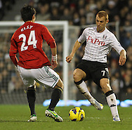 Picture by David Horn/Focus Images Ltd +44 7545 970036.29/12/2012.Steven Sidwell (right) of Fulham and Sung-Yong Ki (left) of Swansea City during the Barclays Premier League match at Craven Cottage, London.