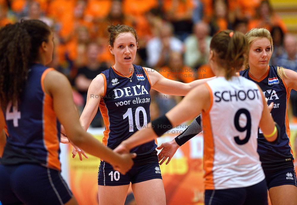 16-09-2015 NED: Oefeninterland Nederland - Brazilie, Amsterdam<br /> Brazilie wint vrij eenvoudig met 3-0 van Nederland / Lonneke Sloetjes #10