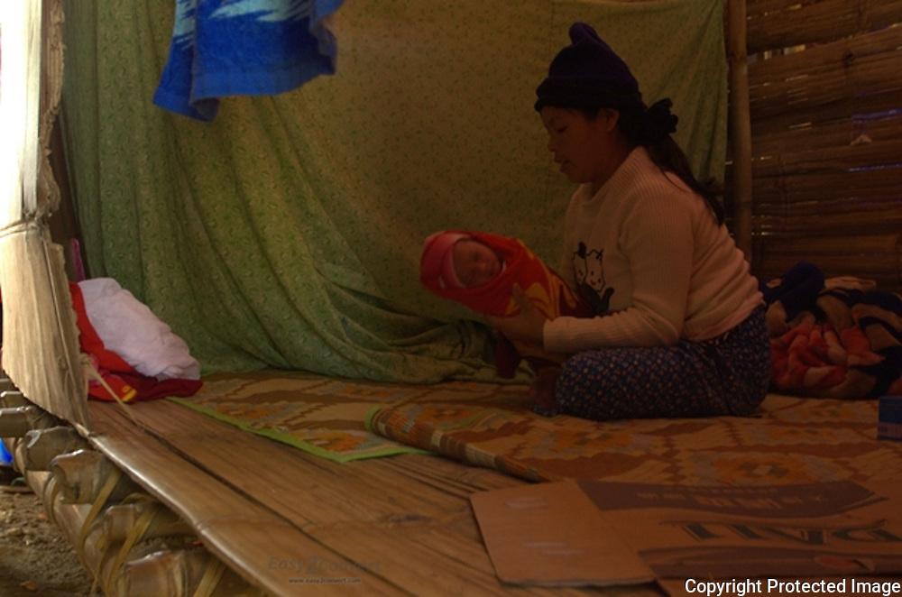 shangai ngut n na tsi gawk hta hkring sa nga ai jeyang dabang na ma yen nu,Jeyang IDP camp laiza, kachin state.