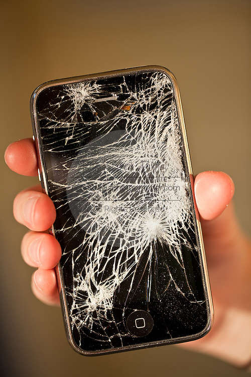 Screen of a broken iPhone 3gs