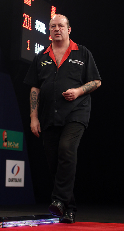 DARTS<br /> GRAND SLAM OF DARTS 2013<br /> TED HANKEY OR MICHAEL SMITH<br /> PIC; CHRIS SARGEANT<br /> TED HANKEY OR MICHAEL SMITH