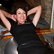 NLD/Amsterdam/20111128 - Opening Personal Gym van Carlos Lens, Irene van der Laar doet buikspier oefeningen
