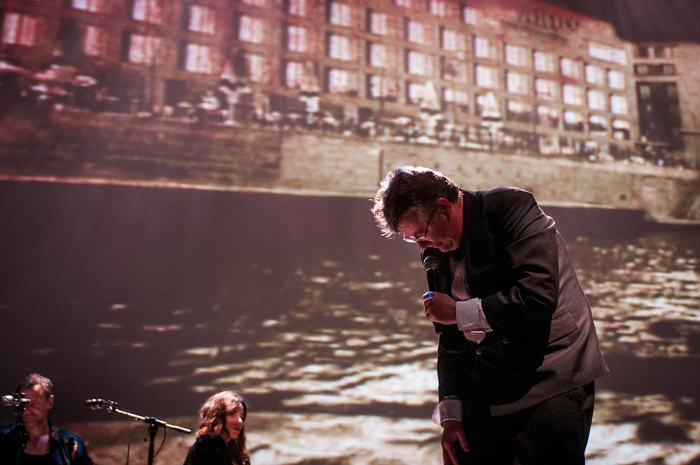 Avec les performeurs: Fortner Anderson, Alexis O'Hara, D. Kimm, Michel Vézina. La danseuse Luciane Pinto. Les musiciens: Bernard Falaise, Michel F Côté. Projections de Brigitte Henry