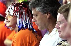 21-09-2000 AUS: Olympic Games Volleybal Nederland - Brazilie, Sydney<br /> Nederland verliest met 3-0 van Brazilie / Support Jan Tilmans