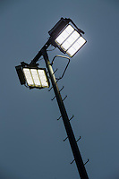 ALMERE - lichtmast aan sportveld, Almeerse Hockeyclub,  met Philips LED verlichting.  COPYRIGHT KOEN SUYK