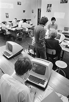 Nederland, Nijmegen, 15-10-1984Computerlokaal van de jonge studie informatica aan de faculteit wis en natuurkunde van de katholieke universiteit nijmegen, later Radboud universiteit.Hier staan terminals van Lear Siegler adm3a. De techniek was nog in haar beginstadium.Internet bestond nog niet.Foto: Flip Franssen/Hollandse Hoogte