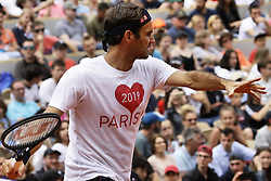 May 25, 2019 - Paris, France - Roger Federer training in Suzanne Lenglen court during Roland Garros kids day on May 25, 2019 in Paris, France. (Credit Image: © Ibrahim Ezzat/NurPhoto via ZUMA Press)