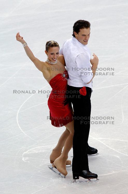 11-02-2006 KUNSTSCHAATSEN: OLYMPISCHE SPELEN: TORINO<br /> Valerie Marcoux en Craig Buntin (CAN) worden 11de<br /> &copy;2006-WWW.FOTOHOOGENDOORN.NL