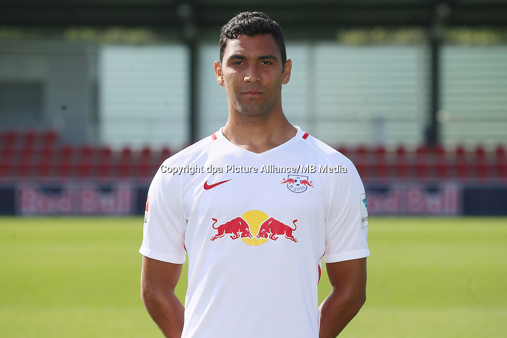 HANDOUT - 1. DFL, 1. Deutsche Bundesliga, RasenBallsport Leipzig, team photo shooting. Image shows Marvin Compper (RB Leipzig). Photo: GEPA pictures/ Sven Sonntag - For editorial use only. Image is free of charge. |