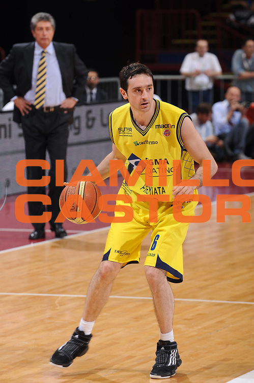 DESCRIZIONE : Milano Lega A 2009-10 Playoff Quarti di Finale Gara 1 Armani Jeans Milano Sigma Coatings Montegranaro<br /> GIOCATORE : Dimitrios Tsaldaris<br /> SQUADRA : Sigma Coatings Montegranaro<br /> EVENTO : Campionato Lega A 2009-2010 <br /> GARA : Armani Jeans Milano Sigma Coatings Montegranaro<br /> DATA : 20/05/2010<br /> CATEGORIA : palleggio<br /> SPORT : Pallacanestro <br /> AUTORE : Agenzia Ciamillo-Castoria/A.Dealberto<br /> Galleria : Lega Basket A 2009-2010 <br /> Fotonotizia : Milano Lega A 2009-10 Playoff Quarti di Finale Gara 1 Armani Jeans Milano Sigma Coatings Montegranaro<br /> Predefinita :