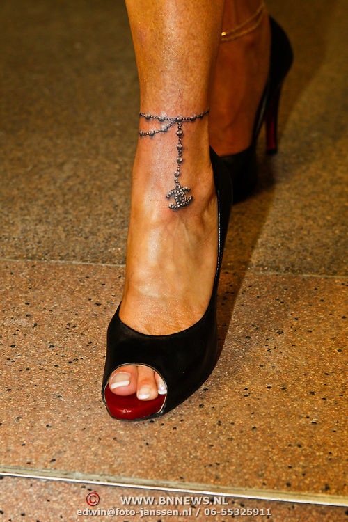 NLD/Rotterdam/20100815 - Christina Curry en Patrcia Paay krijgen een tatoeage,