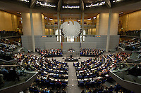 01 JUL 2005, BERLIN/GERMANY:<br /> Uebersich Plenarsaal, waehrend der Rede von Gerhard Schroeder, SPD, Bundeskanzler, Bundestagsdebatte zum Antrag des Bundeskanzlers gem. Artikel 68 Grundgesetz, Stellung der Vertrauensfrage, Plenum, Deutscher Bundestag<br /> IMAGE: 20050701-02-043<br /> KEYWORDS: Übersicht, Bundesadler, Gerhard Schröder, voll