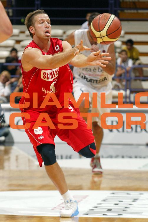 DESCRIZIONE : Bologna Lega A1 2007-08 Trofeo La Vita &egrave; Bella La Fortezza Virtus Bologna Scavolini Spar Pesaro<br /> GIOCATORE : Robert Fultz<br /> SQUADRA : Scavolini Spar Pesaro <br /> EVENTO : Campionato Lega A1 2007-2008 <br /> GARA : La Fortezza Virtus Bologna Scavolini Spar Pesaro<br /> DATA : 21/09/2007 <br /> CATEGORIA : Tiro<br /> SPORT : Pallacanestro <br /> AUTORE : Agenzia Ciamillo-Castoria/L.Villani