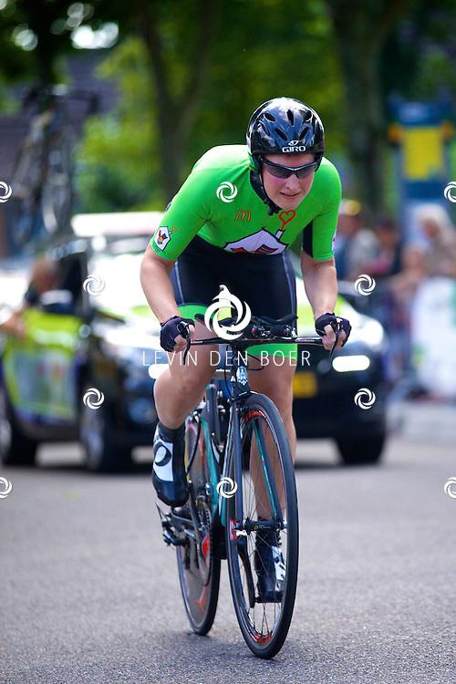 ZALTBOMMEL - Het NK tijdrijden is van start gegaan in Zaltbommel. Diversen amateurs, nieuwe en ook professionele wielrenners gaan hier van start vandaag. Met op de foto Nicky Zijlaard. FOTO LEVIN DEN BOER - KWALITEITFOTO.NL