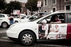 Roma  29.04.2011 - Beatificazione di Papa Giovanni Paolo II. Roma si prepara ad accogliere le migliaia di fedeli che parteciperanno alla beatificazione di Papa Wojtyla..Nella Foto: Un taxi con una foto di Papa Wojtyla..Photo by Giovanni Marino