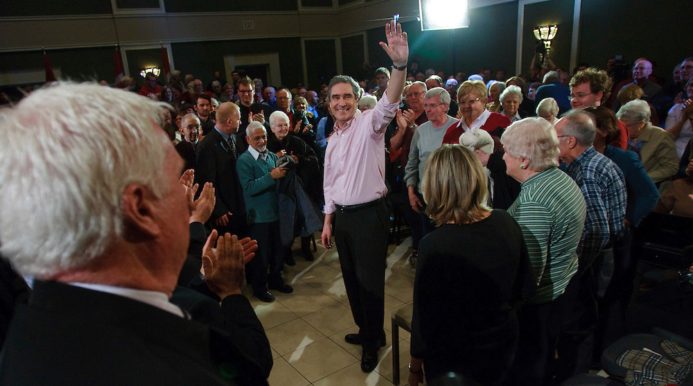 Liberal leader Michael Ignatieff is waves to supporters following a townhall discussion in London, Ontario, March 31, 2011. <br /> AFP/GEOFF ROBINS/STR