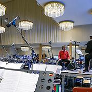 NLD/Maastricht/20130222- Amerikaanse, zanger Trini Lopez neemt zijn oude hits met het Andre Rieu orkest in zijn studio in Maastricht