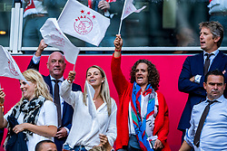 14-08-2018 NED: Champions League AFC Ajax - Standard de Liege, Amsterdam<br /> Third Qualifying Round,  3-0 victory Ajax during the UEFA Champions League match between Ajax v Standard Luik at the Johan Cruijff Arena / Chantal van Woensel, Annemarie van Kesteren, Edwin van der Sar, Marc Overmars