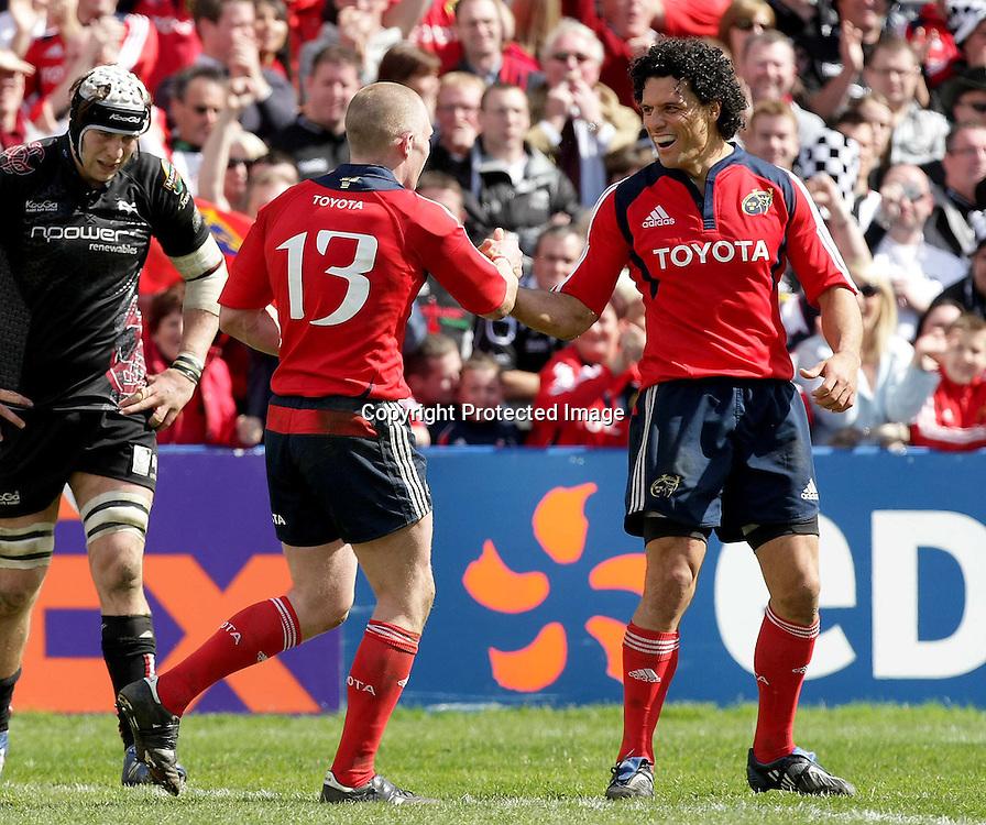 Heineken Cup Quarter-Final, Thomond Park 12/4/2009<br />Munster vs Ospreys<br />Munster's Doug Howlett congratulates try scorer Keith Earls <br />Mandatory Credit &copy;INPHO/Morgan Treacy *** Local Caption ***