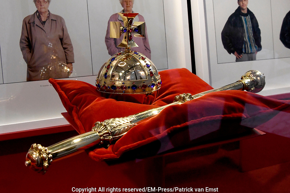 Perspreview 50 jaar Koninklijk Paleis Amsterdam.<br /> <br /> Op de foto:  Rijksappel en Scepter