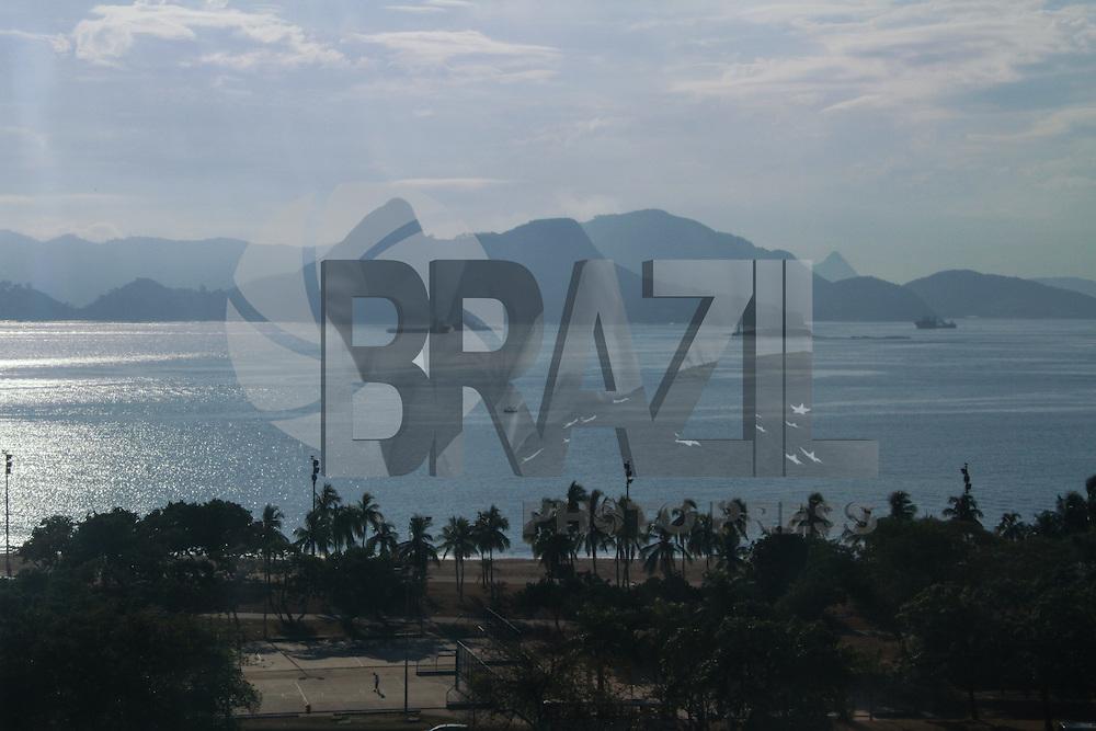 RIO DE JANEIRO, RJ, 07.03.2014 - Sexta-feira de sol e céu parcialmente nublado na praia do Flamengo, zona sul da cidade. (Foto: Néstor J. Beremblum / Brazil Photo Press)