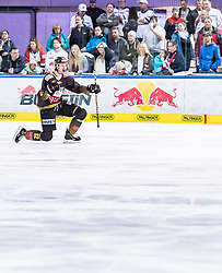31.03.2019, Eisarena, Salzburg, AUT, EBEL, EC Red Bull Salzburg vs Vienna Capitals, Halbfinale, 2. Spiel, im Bild Torjubel zum Siegtreffer Sondre Olden (Vienna Capitals) // during the Erste Bank Icehockey 2nd semifinal match between EC Red Bull Salzburg vs Vienna Capitals at the Eisarena in Salzburg, Austria on 2019/03/31. EXPA Pictures © 2019, PhotoCredit: EXPA/ JFK