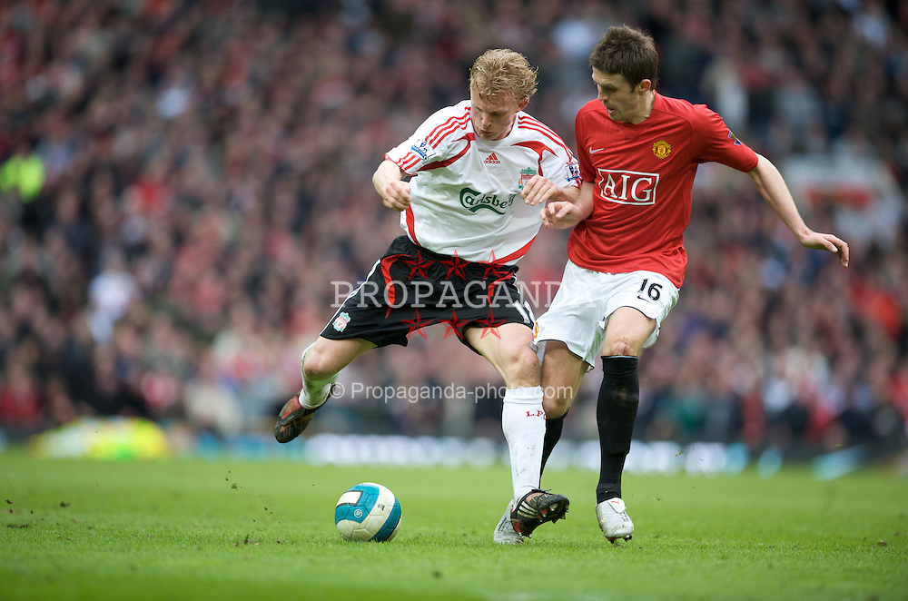 MANCHESTER, ENGLAND - Sunday, March 23, 2008: Liverpool's Dirk Kuyt and Manchester United's Michael Carrick during the Premiership match at Old Trafford. (Photo by David Rawcliffe/Propaganda)