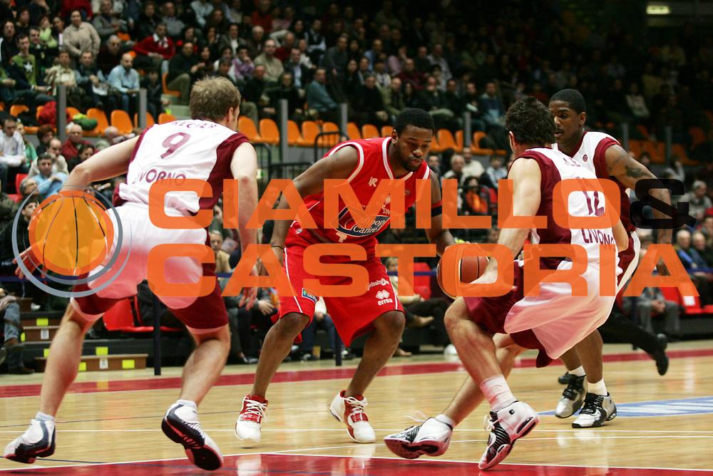 DESCRIZIONE : Livorno Lega A1 2005-06 Basket Livorno Bipop Carire Reggio Emilia <br /> GIOCATORE : Minard <br /> SQUADRA : Bipop Carire Reggio Emilia <br /> EVENTO : Campionato Lega A1 2005-2006 <br /> GARA : Basket Livorno Bipop Carire Reggio Emilia <br /> DATA : 26/03/2006 <br /> CATEGORIA : Penetrazione <br /> SPORT : Pallacanestro <br /> AUTORE : Agenzia Ciamillo-Castoria/P.Lazzeroni