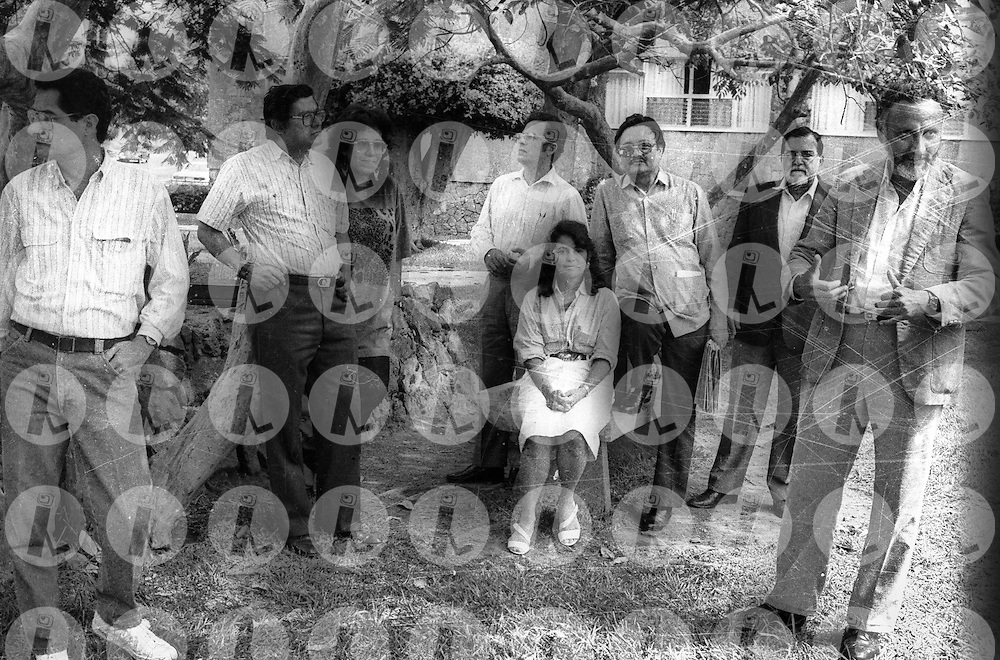 Miembros de la comisi--n Negociadora del Frente Farabundo Marti. El FMLN este proximo treinta de octubre 2010 cumple treinta anos y hoy gobierna El Salvador. L-R Salvador Samayoa, Dagoberto Gutierres, Nidia Diaz, Fernan Cienfuegos, Ana Guadalupe Martinez, Sanz, Jorge Schafik Handal y Roberto Ca-as. (Ricardo Carrillos/Im?genes Libres Photo).