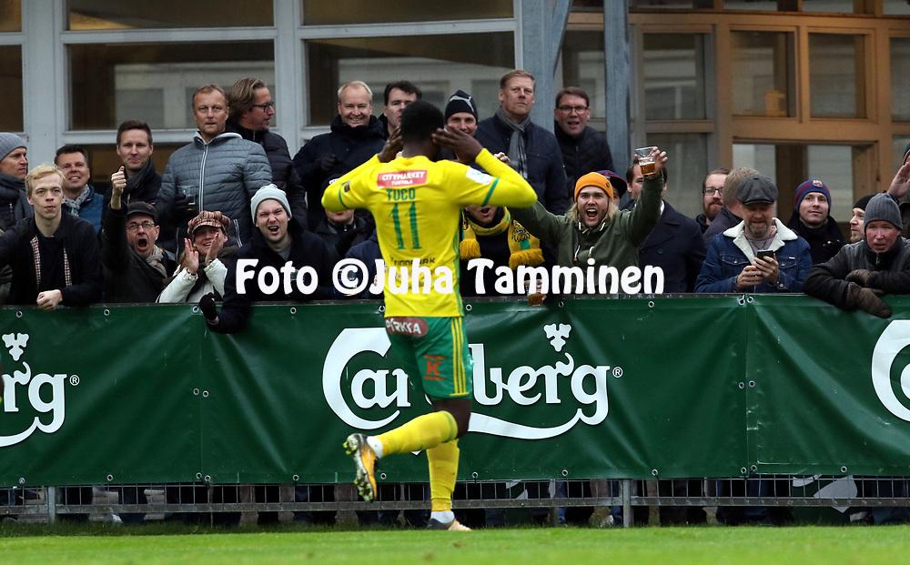 30.9.2017, Tammelan jalkapallostadion, Tampere<br /> Veikkausliiga 2017.<br /> Ilves - FC Lahti.<br /> Ariel &quot;Tuco&quot; Ngueukam (Ilves) juhlii 1-0 maalia.