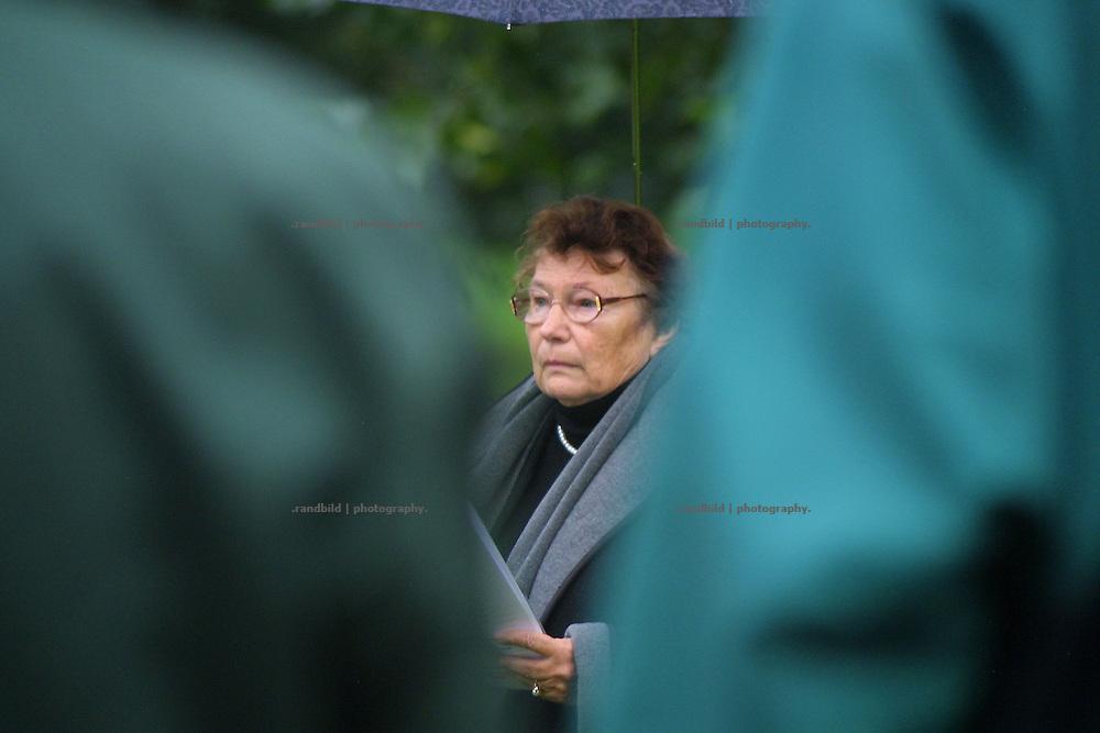 """""""Widerstandsurgestein"""" Marianne Fritzen während eines Freiluftgottessdienstes gegen die Gorlebener Atomanlage."""