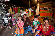 Belo Horizonte_MG, 24 de junho de 2009...National Geographic Brasil...Ciganos do bairro Sao Gabriel comecam a obter sua cidadania...Foto: JOAO MARCOS ROSA / NITRO