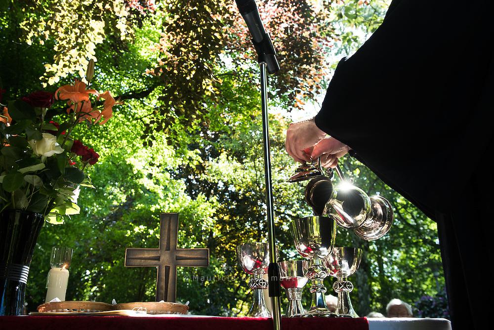Pfingsten: Festgottesdienst am Teich<br /> Sonntag, 24. Mai 2015, 10.30 Uhr<br /> Mit Pastor Johannes K&uuml;hn und Pastorin Corinna Peters-Leimbach<br /> Stiftungsgel&auml;nde<br /> Beim Rauhen Hause 21, 22111 Hamburg