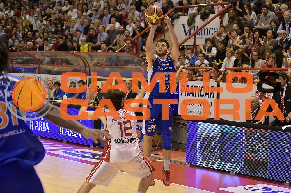 DESCRIZIONE : Campionato 2014/15 Giorgio Tesi Group Pistoia - Acqua Vitasnella Cant&ugrave;<br /> GIOCATORE : Stefano Gentile<br /> CATEGORIA : tiro three points<br /> SQUADRA : Acqua Vitasnella Cantu&rsquo;<br /> EVENTO : LegaBasket Serie A Beko 2014/2015<br /> GARA : Giorgio Tesi Group Pistoia - Acqua Vitasnella Cant&ugrave;<br /> DATA : 30/03/2015<br /> SPORT : Pallacanestro <br /> AUTORE : Agenzia Ciamillo-Castoria/GiulioCiamillo<br /> Galleria : LegaBasket Serie A Beko 2014/2015<br /> Fotonotizia : Campionato 2014/15 Giorgio Tesi Group Pistoia - Acqua Vitasnella Cant&ugrave;<br /> Predefinita :