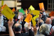 Nederland, Nijmegen, 25-4-2010Het congres van de PvdA stond in het teken van het afscheid van Wouter Bos, vaststelling van de kandidatenlijst voor de tweede kamer verkiezingen en het kiezen van Job Cohen als lijsttrekker. Stemmen met stembriefjes over moties en aanpassingen in het verkiezingsprogramma.Foto: Flip Franssen/Hollandse Hoogte