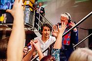 AMSTERDAM - Fractievoorzitter Jesse Klaver bedankt zijn vrouw jorien  tijdens de verkiezingsavond van GroenLinks in De Melkweg na de Tweede Kamerverkiezingen.  robin utrecht / jesper drenth