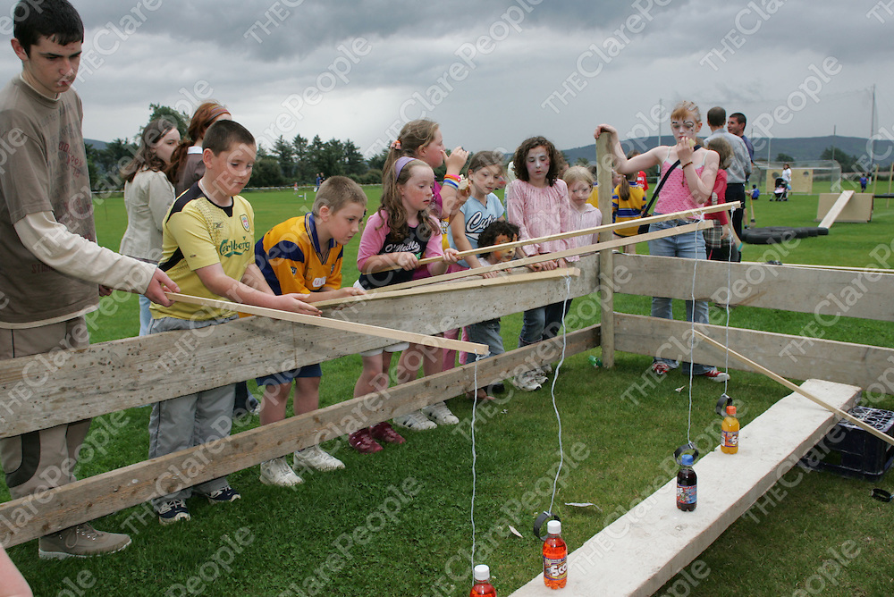 Kids trying to catch bottles of Soda at the O'Callaghan's Mills Fun Day .<br />