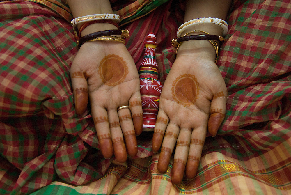 Mehendi on the hands of a Bengali bride during a Bengali wedding in India. Mehendi is not traditionally a part of the rituals of a Bengali wedding.
