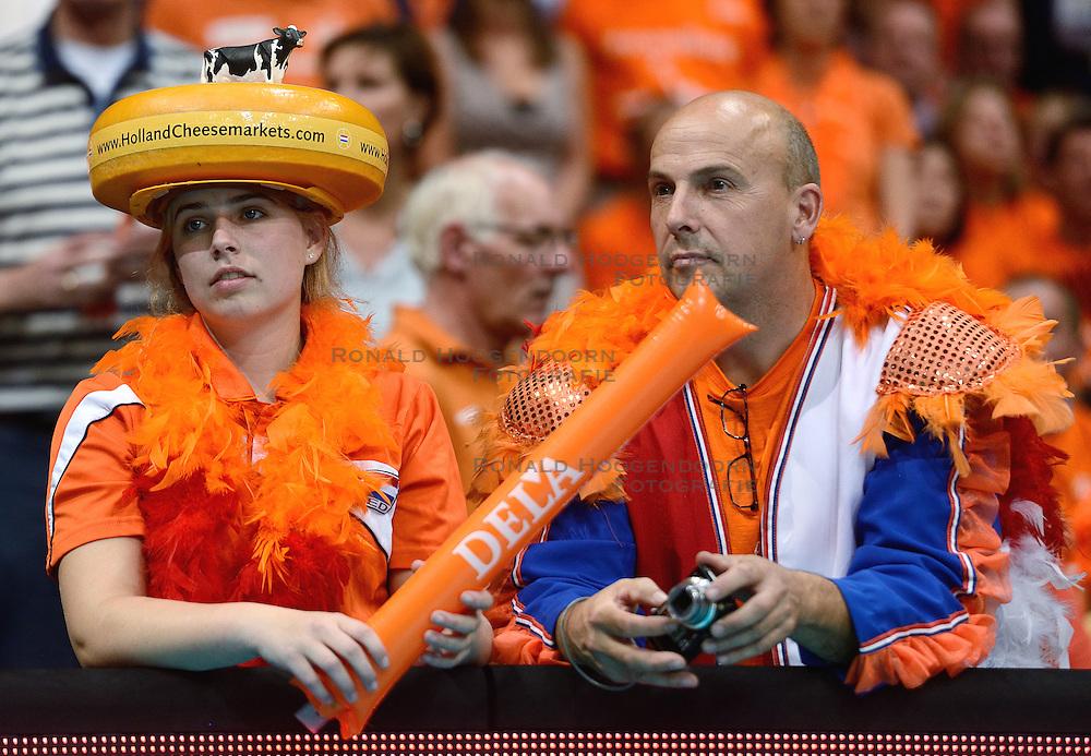 04-10-2015 NED: Volleyball European Championship Final Nederland - Rusland, Rotterdam<br /> Nederland verliest kansloos met 3-0 van het sterke Rusland / Oranje support publiek