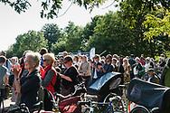 Omkring 3.000 deltog i Amager Fælled Festival for at feste og vise deres utilfredshed med det planlagte boligbyggeri på strandengen. Fortalere for byggeriet var også indbudt, og dagen blev præget af dialog og information, hvor alle kunne komme til orde om planerne. 10.09.2017. København, Danmark.
