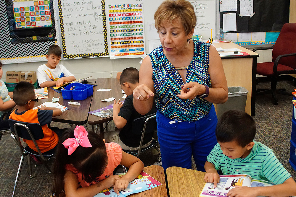 apl062817e/ASECTION/pierre-louis/JOURNAL 062817<br /> Barcelona Elementary School 1st grade teacher Martha Pacheco,,center,  works on reading with students  attending the summer program at the South Valley school .Photographed  on Wednesday June  28,  2017. .Adolphe Pierre-Louis/JOURNAL