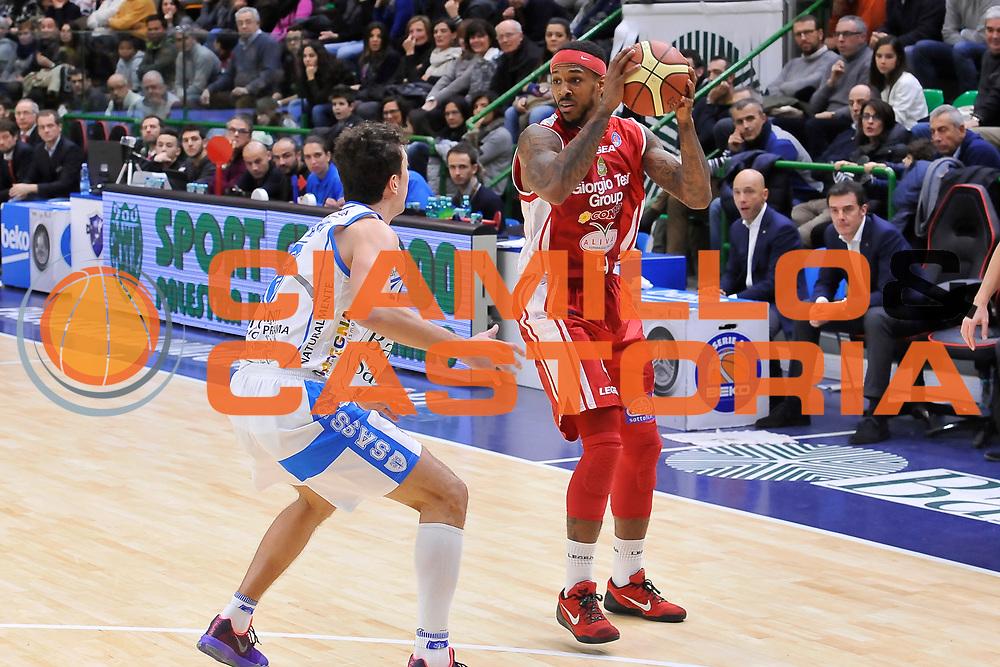 DESCRIZIONE : Campionato 2014/15 Dinamo Banco di Sardegna Sassari - Giorgio Tesi Group Pistoia<br /> GIOCATORE : Gilbert Brown<br /> CATEGORIA : Passaggio<br /> SQUADRA : Giorgio Tesi Group Pistoia<br /> EVENTO : LegaBasket Serie A Beko 2014/2015<br /> GARA : Dinamo Banco di Sardegna Sassari - Giorgio Tesi Group Pistoia<br /> DATA : 01/02/2015<br /> SPORT : Pallacanestro <br /> AUTORE : Agenzia Ciamillo-Castoria / Luigi Canu<br /> Galleria : LegaBasket Serie A Beko 2014/2015<br /> Fotonotizia : Campionato 2014/15 Dinamo Banco di Sardegna Sassari - Giorgio Tesi Group Pistoia<br /> Predefinita :