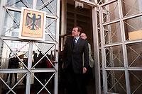 25 AUG 1999, BERLIN/GERMANY:<br /> Gerhard Schröder, SPD, Bundeskanzler, kommt aus dem Haupteingang seines Übergangsdienstsitzes, dem ehemaliges Staatsratsgebäude<br /> Gerhard Schroeder, SPD, Federal Chancellor Germany, is comming out of his temporary department, the former department of the DDR State Councillor<br /> IMAGE: 19990825-01/01-04<br /> KEYWORDS: Bundeskanzleramt, Schild, sign, logo
