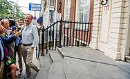 DEN HAAG - Halbe Zijlstra (VVD)  en Wouter Koolmees en Carola Schouten (Christenunie) aankomst mark rutte bij het In het Johan de Witthuis kunnen Mark Rutte, Sybrand Buma, Alexander Pechtold en Gert-Jan Segers onbespied door de binnentuin wandelen. Vergaderzalen zijn er eveneens genoeg in het statige rijksmonument. Formatie , Formeren in vrijetijdskleding <br />  ROBIN UTRECHT
