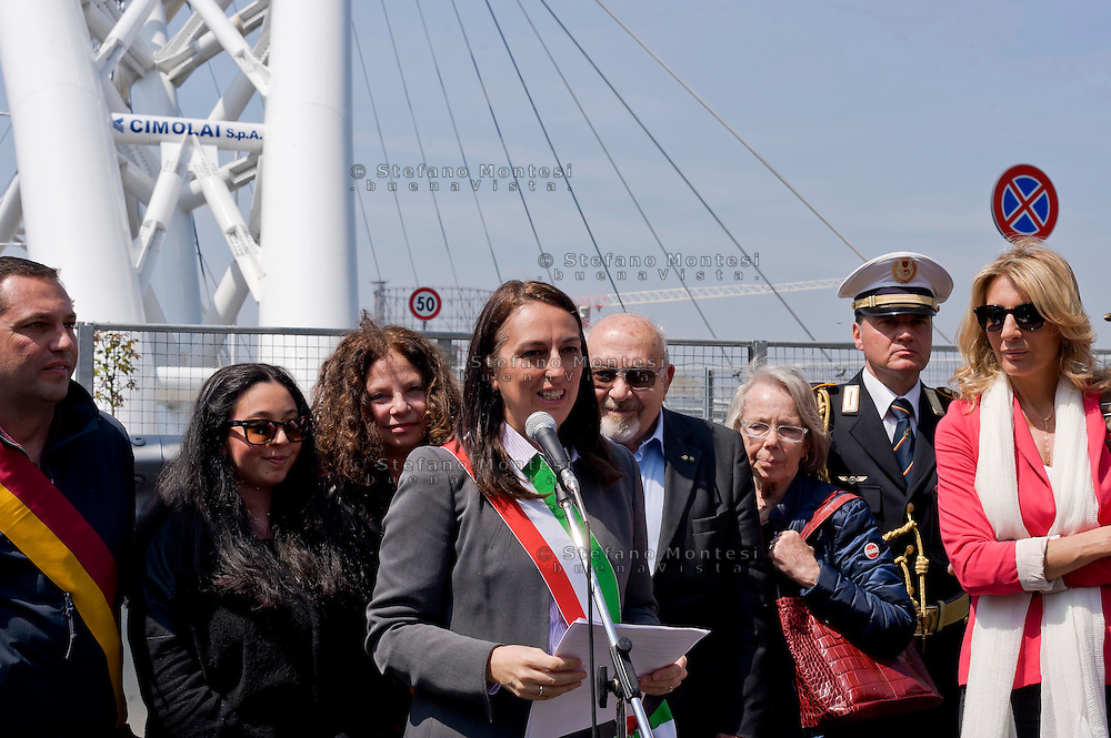 Roma 15 Aprile 2015<br /> Cerimonia di ricollocazione della targa, che intitola il ponte di Via Ostiense a Settimia Spizzichino,( Roma, 15 aprile 1921 – Roma, 3 luglio 2000), reduce della Shoah e unica donna sopravvissuta al rastrellamento del ghetto di Roma il 16 ottobre 1943. Nella foto: L'assessore capitolino al Patrimonio Alessandra Cattoi (C)<br /> Rome April 15, 2015<br /> Ceremony placement of the plate that's called the bridge of  Via Ostiense in Settimia Spizzichino, (Rome, April 15, 1921 - Rome, 3 July 2000), survivor of the Holocaust and only woman survived the roundup of the ghetto of Rome October 16,1943. Pictured: The commissioner Capitoline the  patrimony  Alessandra Cattoi (C)